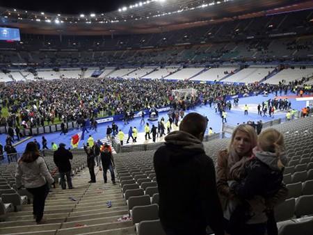 Vụ khủng bố ở Paris: Pháp sẽ bị tước quyền đăng cai Euro 2016?