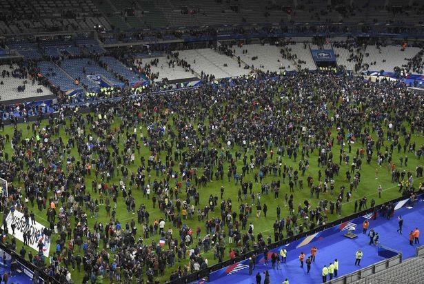 Khủng bố ở Paris: Cầu thủ giật mình, ngơ ngác khi nghe tiếng súng nổ