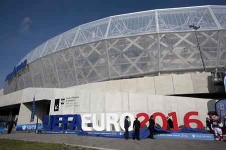 Tước quyền đăng cai Euro của Pháp là lùi bước trước khủng bố