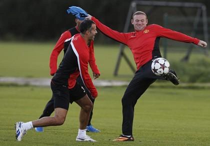 Van Gaal chọn cầu thủ '8 phút' đá thay Rooney
