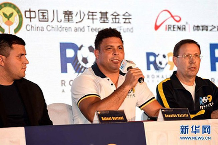 'Ro béo' khai trương ba học viện bóng đá ở Trung Quốc