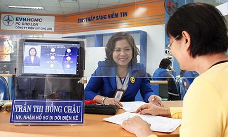 Ngành điện nhắn tin chúc mừng, tặng quà cho khách hàng