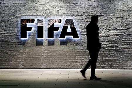 Cảnh sát ập vào 'hang ổ' FIFA bắt giữ quan chức tham nhũng