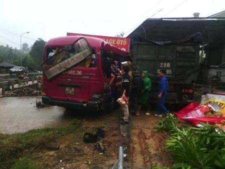 Tai nạn kinh hoàng, 7 người nguy kịch