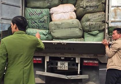Hà Nội: Liên tiếp phát hiện và thu giữ số lượng lớn hàng lậu