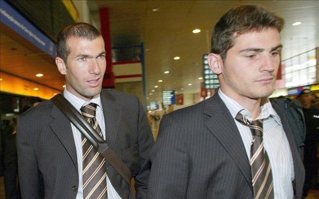 Zidane gọi điện mời Casillas về Real
