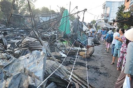Đồng Tháp: Bà hỏa thiêu rụi tám gian hàng ở chợ Tân Tịch