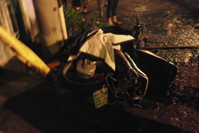 Tàu hỏa kéo lê xe máy, một người nguy kịch