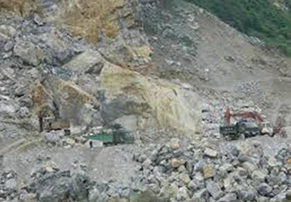 Sập mỏ đá, 7 người thương vong, nhiều công nhân còn mắc kẹt