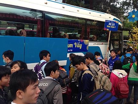 Tiễn 2.500 sinh viên về quê đón tết