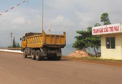 Lãnh đạo tỉnh phải đi bắt xe quá tải