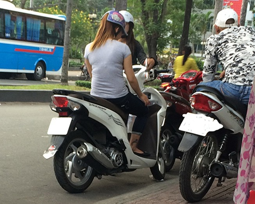 Bài 1: 'Chợ' mại dâm di động  lớn nhất Sài Gòn