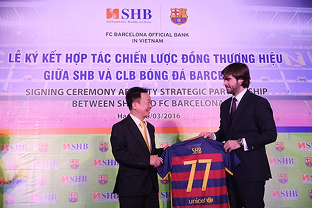 Barcelona ký hợp tác chiến lược với một ngân hàng Việt