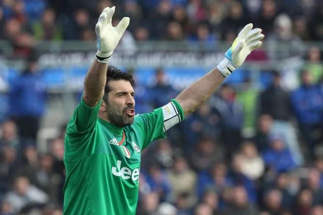 Gianluigi Buffon chỉ còn 4 phút nữa sẽ làm nên lịch sử