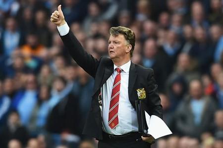 Man Utd 'hạ gục' Man City, Van Gaal phấn khích