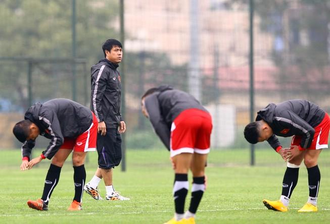 HLV Hữu Thắng loại 5 cầu thủ trước trận gặp Đài Loan