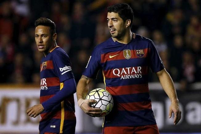 Suarez và Neymar cá độ bằng bánh mì kẹp thịt