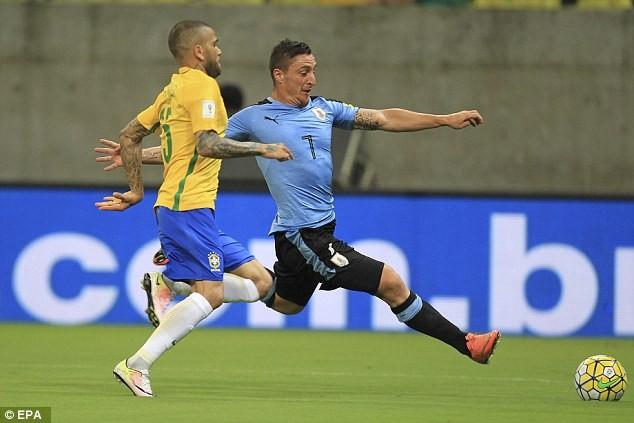 Brazil 2-2 Uruguay: Ngược dòng ngoạn mục