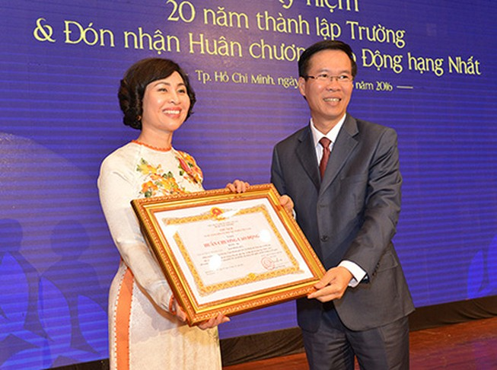 Trường ĐH Luật TP.HCM nhận huân chương Lao động hạng Nhất