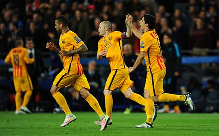 Suarez tỏa sáng, Barca thắng ngược Atletico