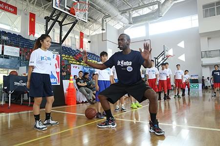 5.500 trẻ em được tập bóng rổ miễn phí