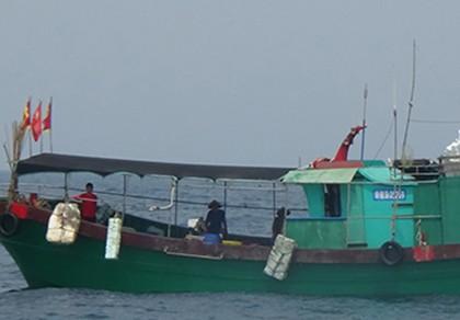 Tàu cá Trung Quốc liều lĩnh vào rất sâu vùng biển Việt Nam đánh bắt