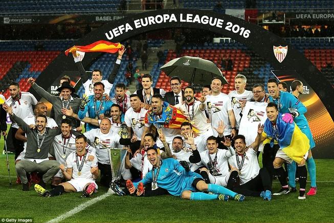 Ngược dòng hạ Liverpool, Sevilla 3 lần liên tiếp vô địch Europa League