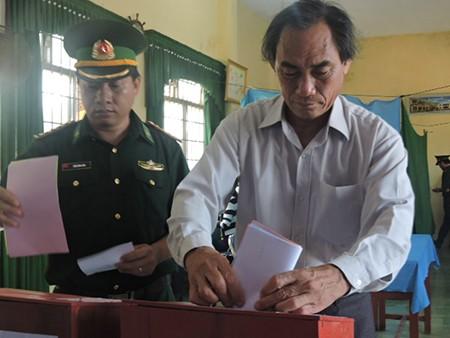 Ngư dân đảo Lý Sơn nô nức tham gia bỏ phiếu bầu cử