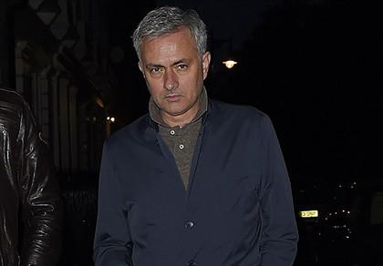Thương vụ Mourinho về Man Utd gặp trục trặc