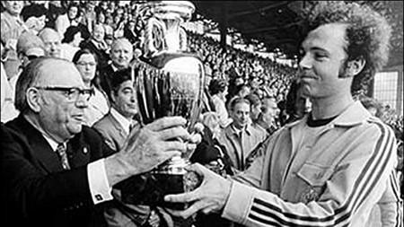 Euro 1972 - 'Kẻ dội bom' Gerd Muller đưa Tây Đức lên đỉnh châu Âu