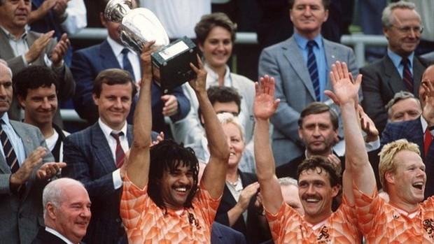 Euro 1988: Vinh danh Van Basten và cơn lốc màu da cam
