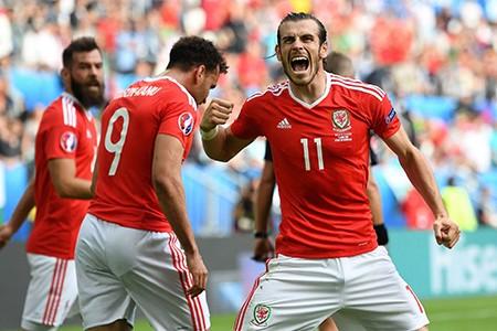 Bale tỏa sáng, Wales có 3 điểm đầu tiên tại Euro 2016