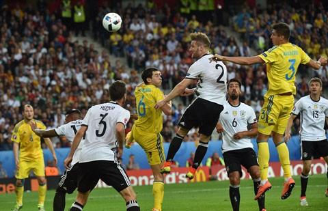 Đức 2-0 Ukraine: Xe tăng Đức tăng tốc nhẹ nhàng