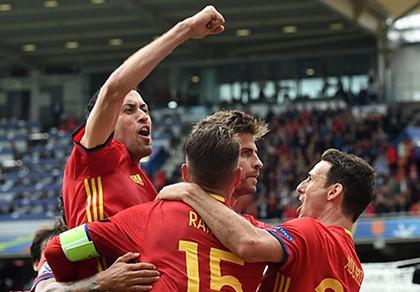 Pique tỏa sáng phút cuối,  Tây Ban Nha thở phào nhẹ nhõm