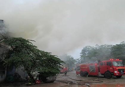 Hỏa hoạn thiêu rụi nhà kho công ty sản xuất bao bì