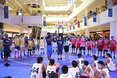 15 VĐV tài năng bóng rổ ra nước ngoài du đấu