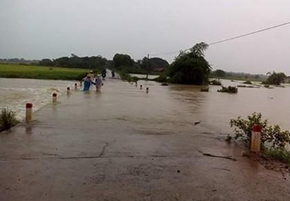 Áp thấp, huyện biên giới Ea Súp ngập sâu trong nước