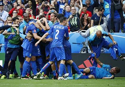 Ý - Tây Ban Nha 2-0: 'Bắn hạ bò tót!'