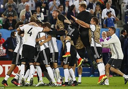 Thắng penalty đau tim, 'cỗ xe tăng' Đức vượt qua định mệnh!