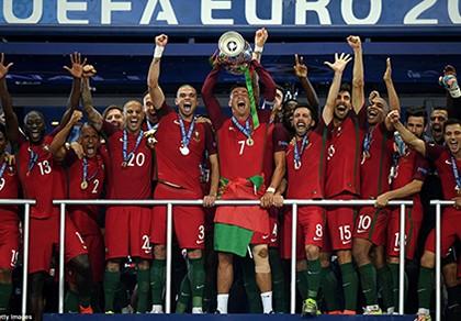 Ronaldo bật khóc, Eder hóa người hùng, Bồ Đào Nha vô địch Euro 2016