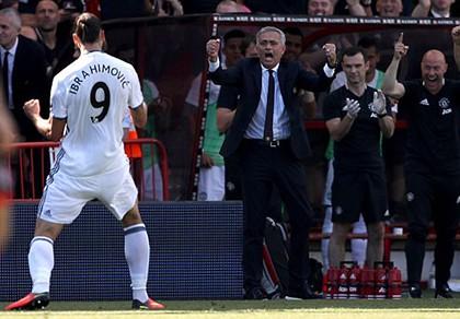 Ibra, Rooney, Mata 'nổ súng', M.U mở màn Premier League hoành tráng