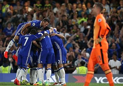Tỏa sáng phút cuối, Costa giúp Conte ra mắt thành công