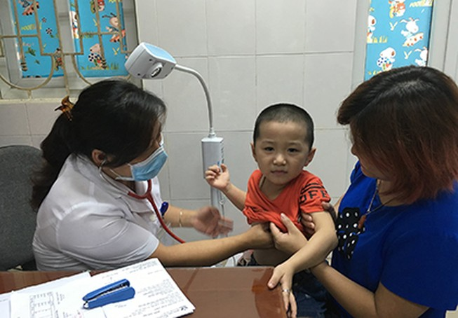 Thời tiết giao mùa, mỗi ngày gần 3.000 lượt trẻ vào bệnh viện