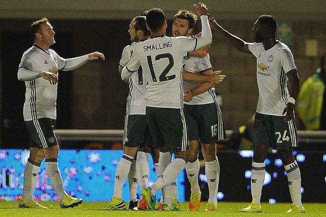 Man. United và Man. City cùng thắng ở Cúp Liên đoàn