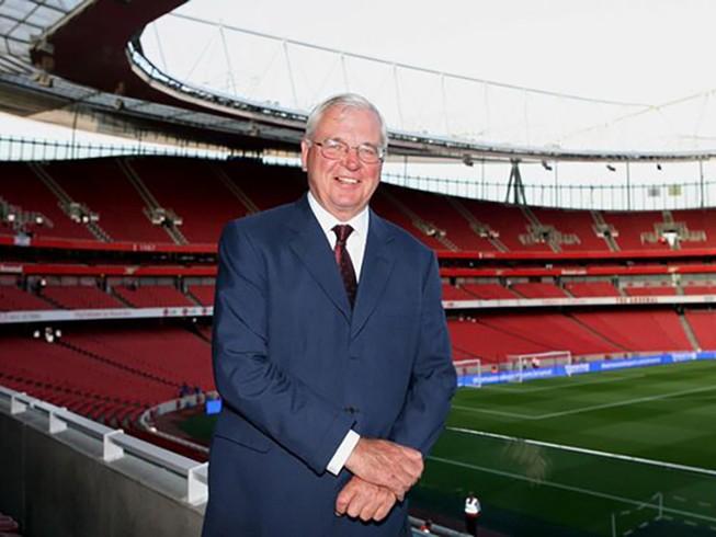 Arsenal nhiều tiền mặt hơn Real,Barca,Bayern cộng lại