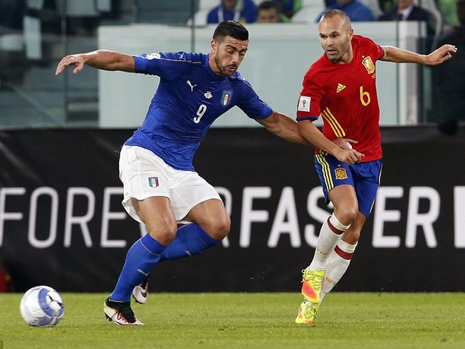 Ý thoát thua phút cuối trước Tây Ban Nha
