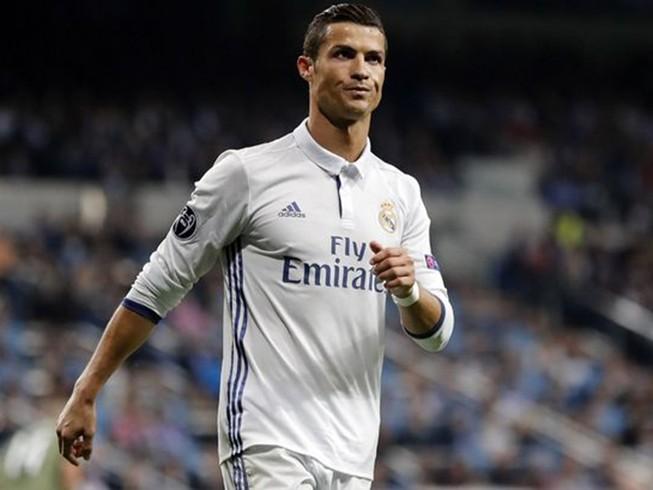 Tranh cãi chuyện Ronaldo gia hạn hợp đồng với Real