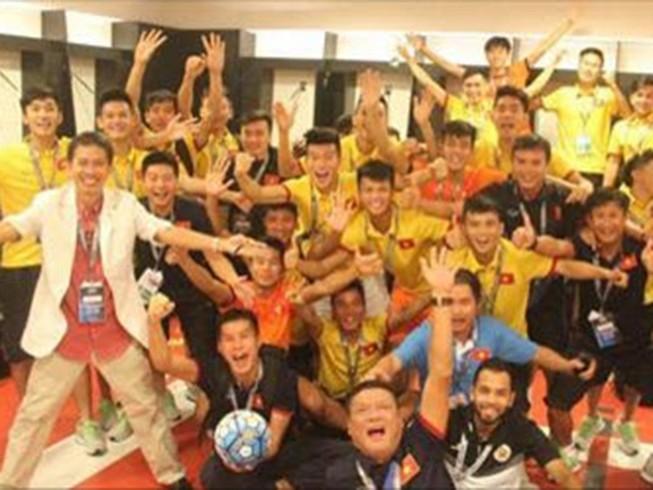 Video U-19 Việt Nam ăn mừng khoảnh khắc lịch sử