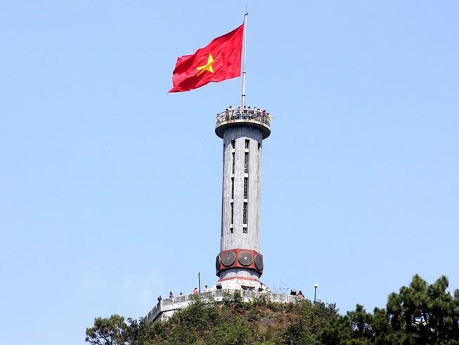 Thiêng liêng Cột cờ Lũng Cú nơi địa đầu Tổ quốc