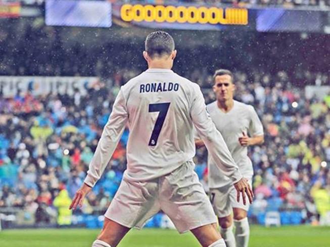 Trước El Clasico, xem Ronaldo 'làm khổ' Piqué